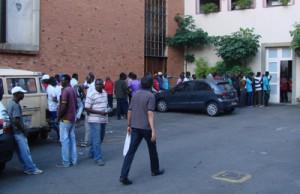 Haitianos aguardam atendimento da Cáritas em São Paulo - Foto: Paulo Hebmüller
