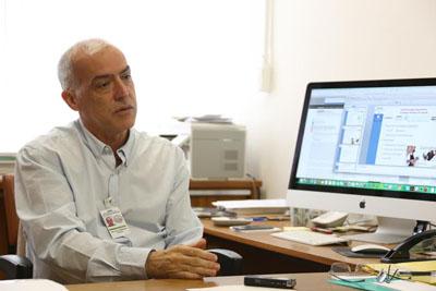 Dr. Paulo de Menezes - coordenador do projeto que desenvoveu o aplicativo Conemo.Pesquisador do Departamento de Saúde Preventiva da FM e do Latin-MH - Foto: Cecília Bastos/USP Imagens