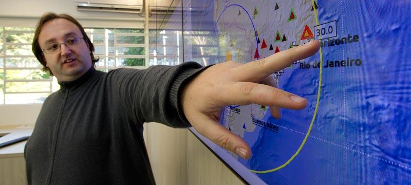 Marcelo Bianchi, pesquisador do Centro de Sismologia da USP - IAG - Foto: Marcos Santos / USP Imagens