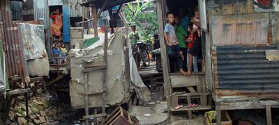Favela em Jacarta, na Indonésia - Foto: Jonathan McIntosh/Wikimedia Commons