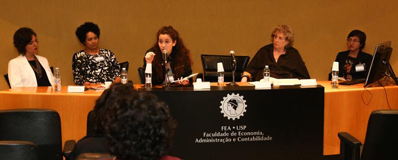 Da esquerda para a direita as palestrantes Maíra Zapater, Bianca Santana, Giulia Castro e Eva Blay e a moderadora da Ana Carolina Costa - Foto: Cecília Bastos/USP Imagens