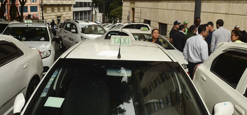 Taxistas protestam contra o Uber em São Paulo - Foto: Foto: Rovena Rosa/Agência Brasil