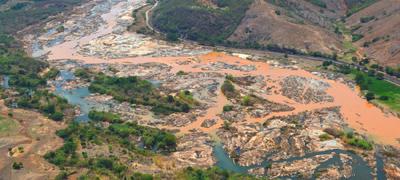 Cidade de Mariana (MG) depois do rompimento de uma barragem de detritos de mineração - Foto: Foto: Fred Loureiro/Fotos Públicas