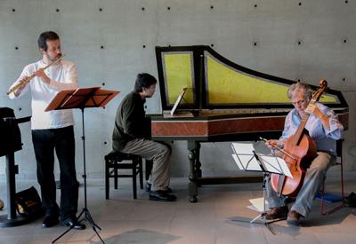 Trio Sonare, Sergio Carvalho (cravista), Shen Ribeiro (flautista) e Abel Vargas (viola de gamba) - Foto: Cecília Bastos/USP Imagem
