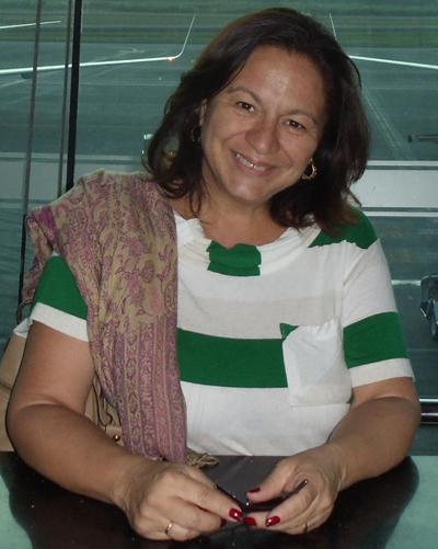 """Elaine Gomes dos Reis Alves, autora do livro """"Considerações Psicossociais sobre Deformidade Facial"""""""