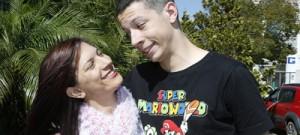 Mãe de jovem autista pesquisa comorbidades relacionadas ao distúrbio