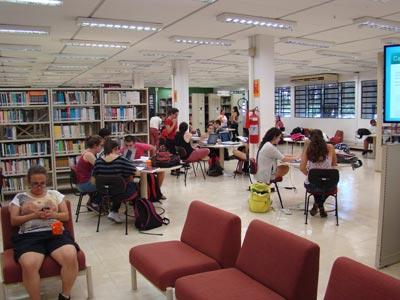 Piso térreo: espaço para conversa e descontração - Fábio Boracini
