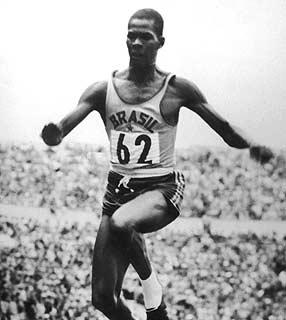 Adhemar Ferreira da Silva, campeão olímpico brasileiro - Foto: Wikipédia
