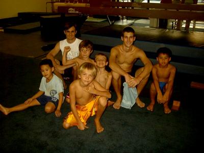 Como professor no Ginásio Paradise Gimnastics, Maui, Havaí, em 2005
