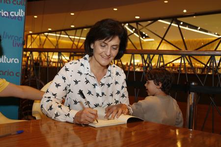 Professora Katia Rubio da EEFE e autora do livro Atletas Olímpicos Brasileiros - Foto: Marcos Santos/USP Imagens