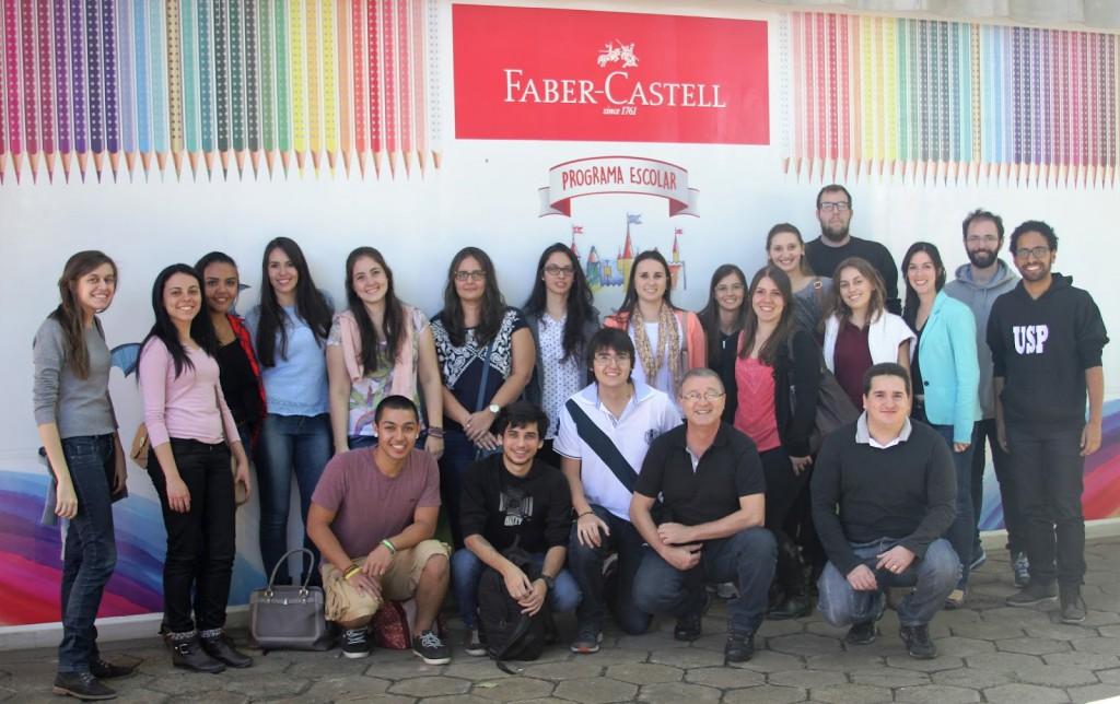 Estudantes do curso de Estatística foram conhecer a linha de produção da Faber Castell | Foto: Henrique Fontes