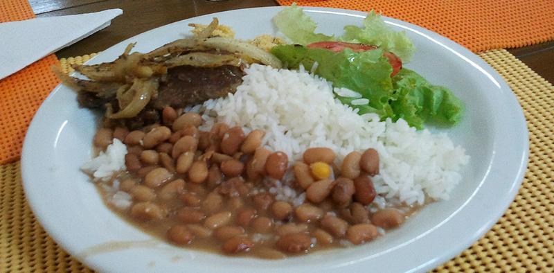 Populações isoladas na Amazônia, Nordeste e Centro-Oeste do país têm hábitos alimentares semelhantes ao de moradores de regiões urbanas, apontam estudos (Foto: Marcos Santos/USP Imagens