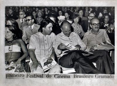 Paulo Emílio, ao centro, no I Festival de Cinema Brasileiro de Gramado, 1973 - Foto: Divulgação/Cinemateca