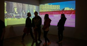 """Exposição """"Cinema Lascado"""" pesquisa a imagem digital"""