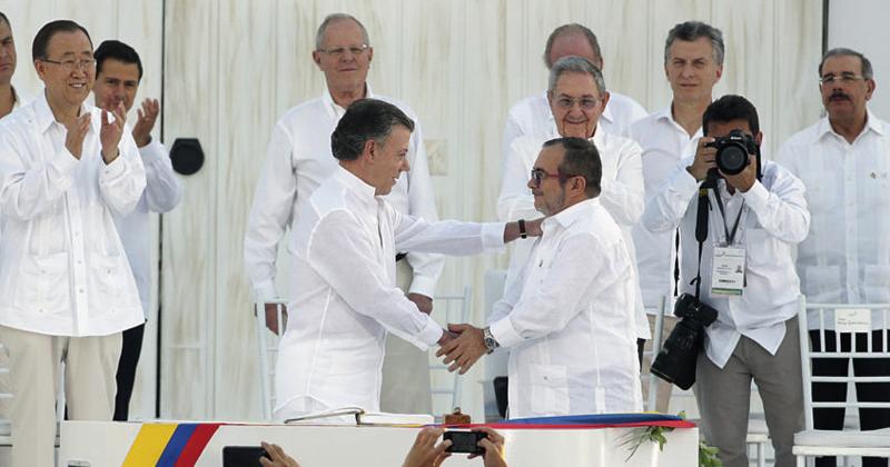 O governo da Colômbia e as FARC assinam acordo de paz - Foto: Andrés Valle/ Presidência Perú