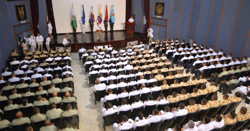 O presidente da Colômbia, Juan Manuel Santos, oficiais das forças armadas e autoridades, ao divulgar que o acordo de paz com as FARC - Foto: Juan David Tena / SIG - Fotos Públicas