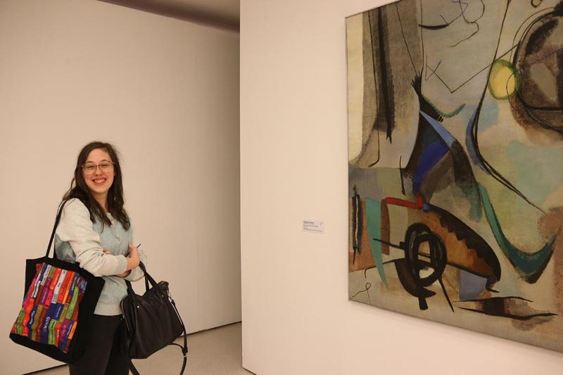 """Marina Barzon: """"São quadros que são uma referência da arte moderna e contemporânea"""" - Foto: Cecília Bastos/USP Imagens"""