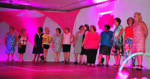 Desfile Rosa marca campanha de conscientização sobre o câncer de mama