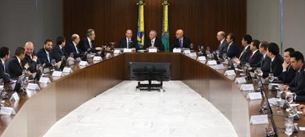 Brasília - Michel Temer coordena primeira reunião com sua equipe após tomar posse na Presidência da República do Brasil (Valter Campanato/Agência Brasil)