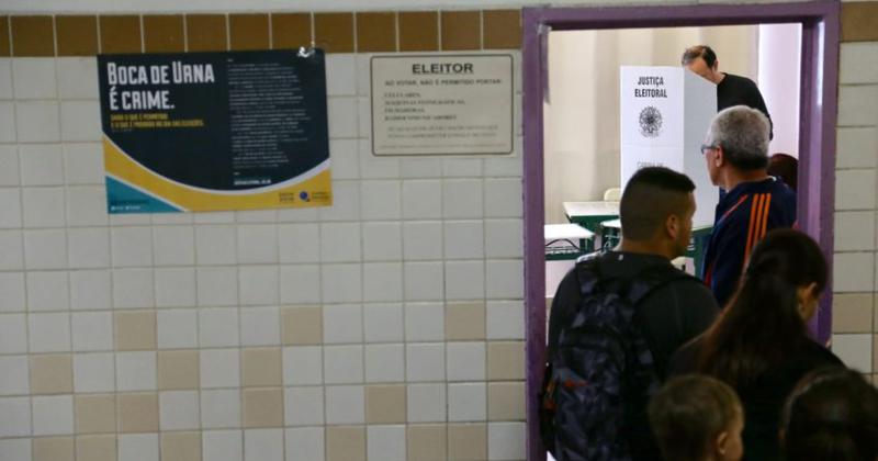Movimento de eleitores durante a votação das eleições municipais 2016 - Foto: Paulo Pinto/Fotos Públicas