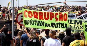 Especialistas discutem postura do brasileiro diante das leis