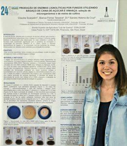 A graduanda em Ciências dos Alimentos, Claudia Scarpelin, apresenta trabalho no Siicusp - Foto: Arquivo pessoal