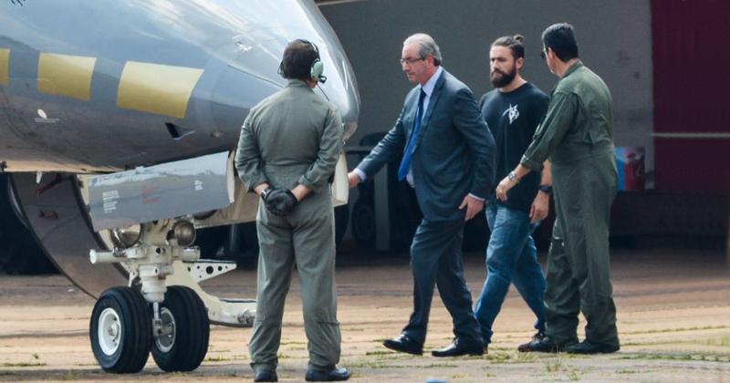 Eduardo Cunha, embarca para Curitiba após ser preso pela Polícia Federal - Wilson Dias/Agência Brasil