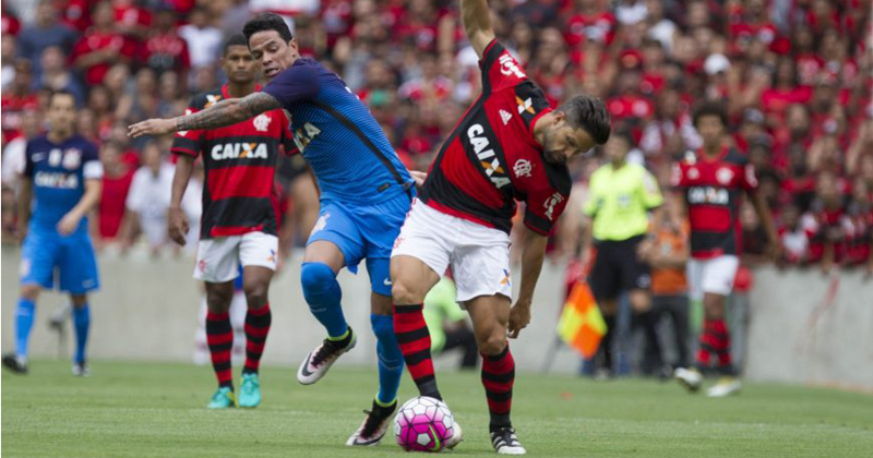 Disputa de bola durante o jogo Flamengo/RJ x Corinthians/SP - Foto: Daniel Augusto Jr./Ag. Corinthians via Fotos Públicas
