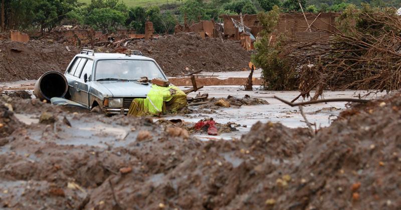 Bento Rodrigues, em Minas Gerais, alguns dias após rompimento da barragem da Mineradora Samarco - Foto: Rogério Alves/TV Senado