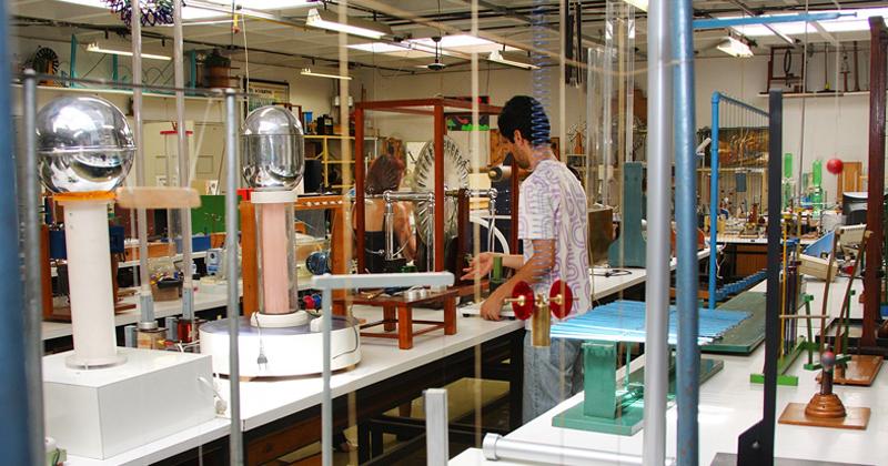Laboratório no Instituto de Física da USP - Foto: Marcos Santos/USP Imagens