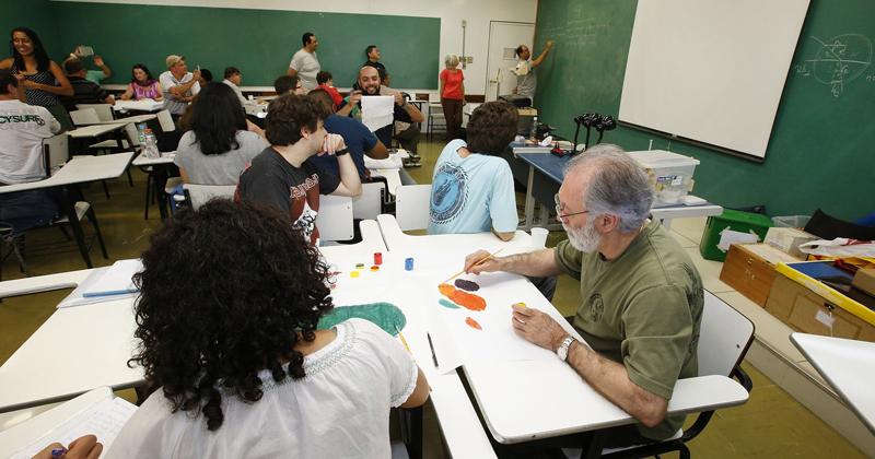 Professores participam do curso de Óptica Teoria e Experimentos na 10ª edição do Enconstro USP-Escola - Foto: Marcos Santos/USP Imagens