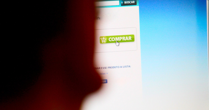 Compra Internet - Marcos Santos/USP Imagens