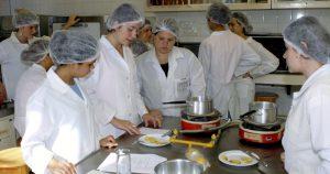 Aula do curso de Nutrição - Foto: Francisco Emolo/USP Imagens