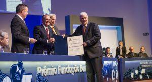Ex-diretor da Esalq recebe Prêmio Fundação Bunge por vida e obra