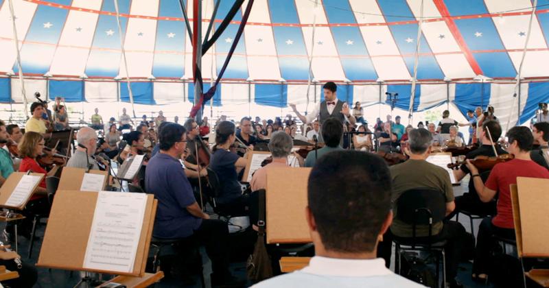 A Orquestra Sinfônica da USP, em apresentação no Circo Escola Bom Jesus, no Jardim São Remo - Foto: Thales Figueiredo/USP Imagens