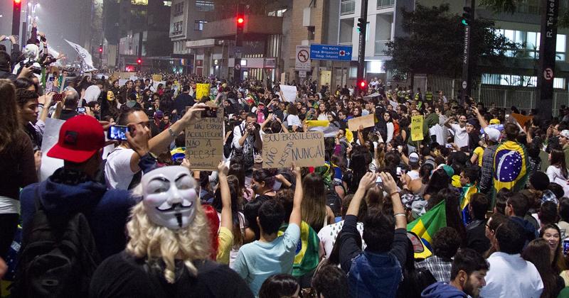 Protestos são exemplo de sociedade civil mais exigente e afirmação da cidadania na América Latina - Foto: Marcos Santos/USP Imagens