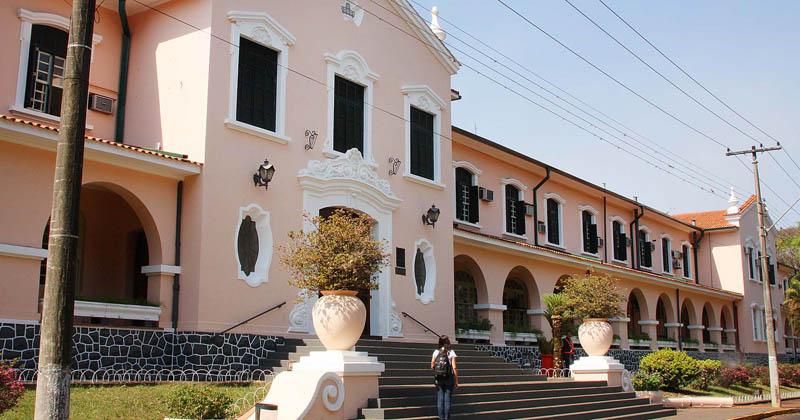 Fachada do Prédio Central do Campus de Ribeirão Preto. Fachada do Prédio Central do Campus de Ribeirão Preto - Foto: Marcos Santos