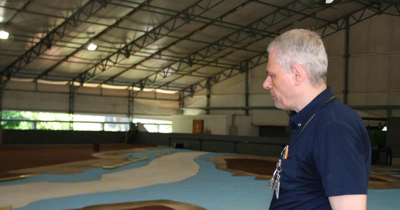Professor Paolo Alfredini apresenta modelo geral do estuário de Santos - Foto: Denis Pacheco
