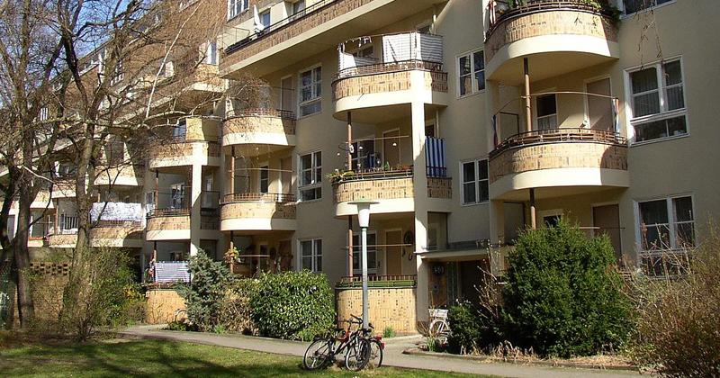 Conjunto Siemensstadt (1929-31) construído como vila operária de uma fábrica da Siemens, um dos seis conjuntos habitacionais modernistas de Berlim - Foto: Wikimedia Commons