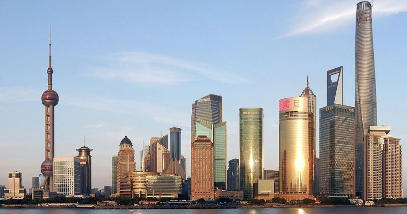 O distrito financeiro de Pudong, em Xangai, se tornou símbolo de rápida expansão econômica da China desde os anos 1990 - Foto: Wikimedia Commons