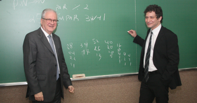 O reitor da USP, Marco Antonio Zago, e o professor Fabio Armando Tal - Foto: Ernani Coimbra