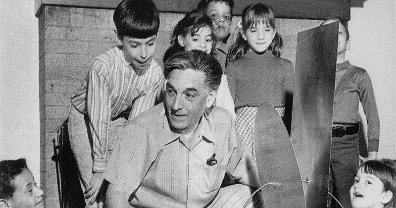 Amilcar de Castro na escola de seu filho em New Jersey, Estados Unidos - Imagem Arquivo: Dária Gorete Jaremtchuk