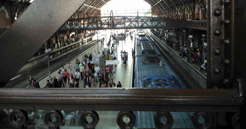 Estação da Luz – milhares de pessoas circulam pela estação todos os dias - Foto: Gisele Falcari Ramos da Silva