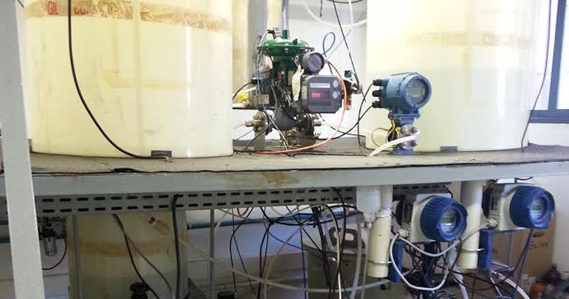 Planta-piloto do Laboratório de Controle de Processos Industriais (LCPI) monitora a neutralização de pH em efluentes - Foto: Assessoria de Comunicação da Poli