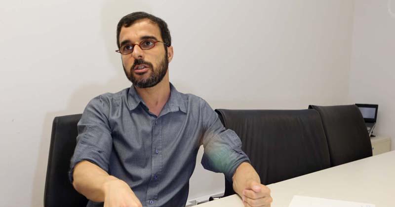 André Serradas, bibliotecário chefe técnico da Seção de Apoio ao Credenciamento de Revistas USP do Departamento Técnico do SIBi - Foto: Marcos Santos