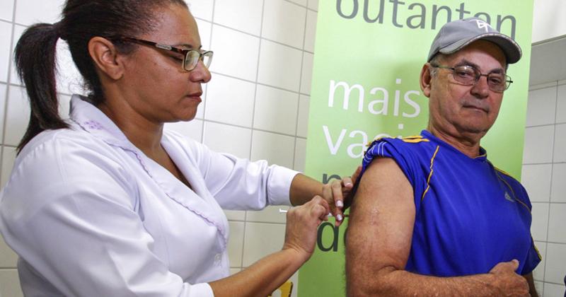 Teste da primeira vacina brasileira contra a dengue, desenvolvida pelo Instituto Butantan - Foto: Daniel Guimarães/ Secretaria da Saúde de São Paulo