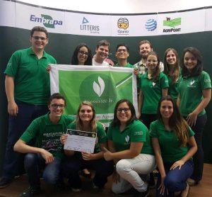 Equipe_final_regional: Integrantes da Biossistec Jr. comemorando a vitória da etapa regional do Ideas for Milk, desafio da Embrapa