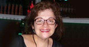 Simone Rocha de Abreu é docente na área de artes da Universidade Federal da Integração Latino-Americana, docente licenciada das Faculdades Metropolitanas Unidas (FMU-SP). Pesquisadora e crítica de arte, membro da Associação Brasileira de Críticos de Arte (ABCA) e Pós-doutoranda do Instituto de Artes da UNESP.