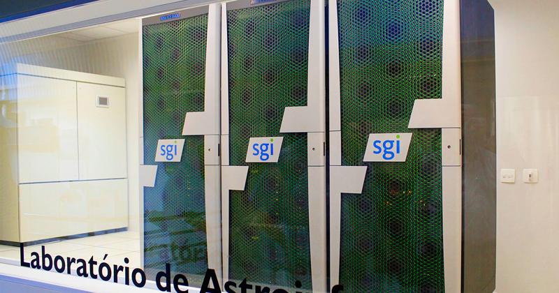 Alphacrucis, um dos maiores supercomputadores do Brasil, do Laboratório de Astroinformática do IAG-USP - Foto: Marcos Santos/USP Imagens
