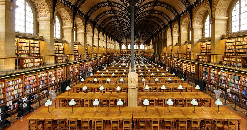 Sala de leitura da Biblioteca de Sainte-Geneviève, em Paris, projetada pelo arquiteto Henri Labrouste - Foto: Wikimedia Commons